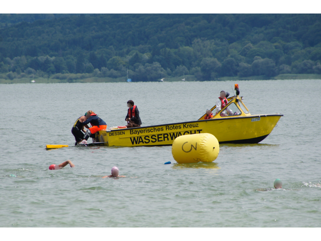 Rettung eines Schwimmers durch die Wasserwacht