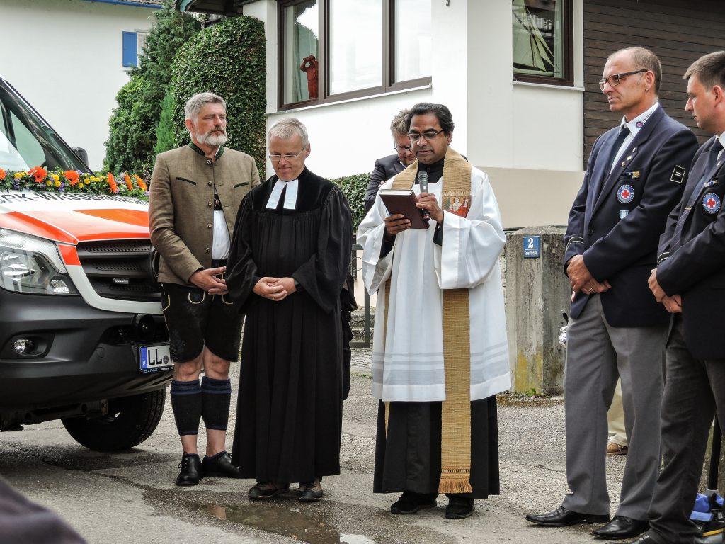 Segnung des neuen Schondorfer SEG Fahrzeugs