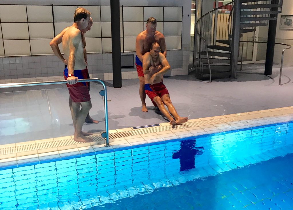 Ausbildung von neuen Rettungsschwimmern bei der Wasserwacht Utting