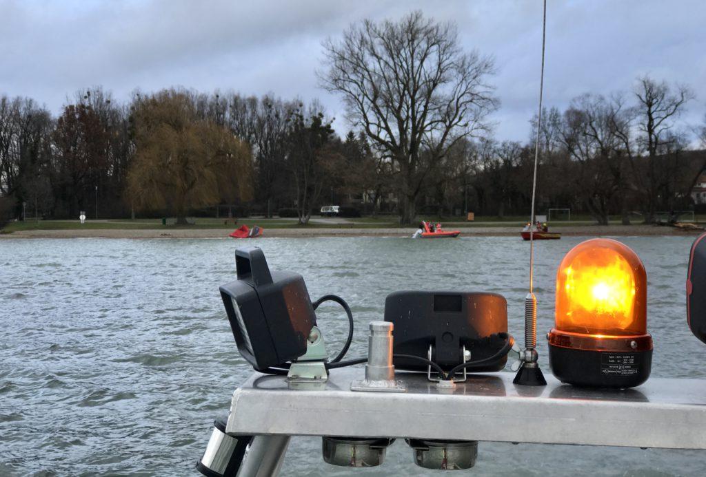 Wasserwacht Utting Herrschen und Feuerwehr im Einsatz auf dem Ammersee